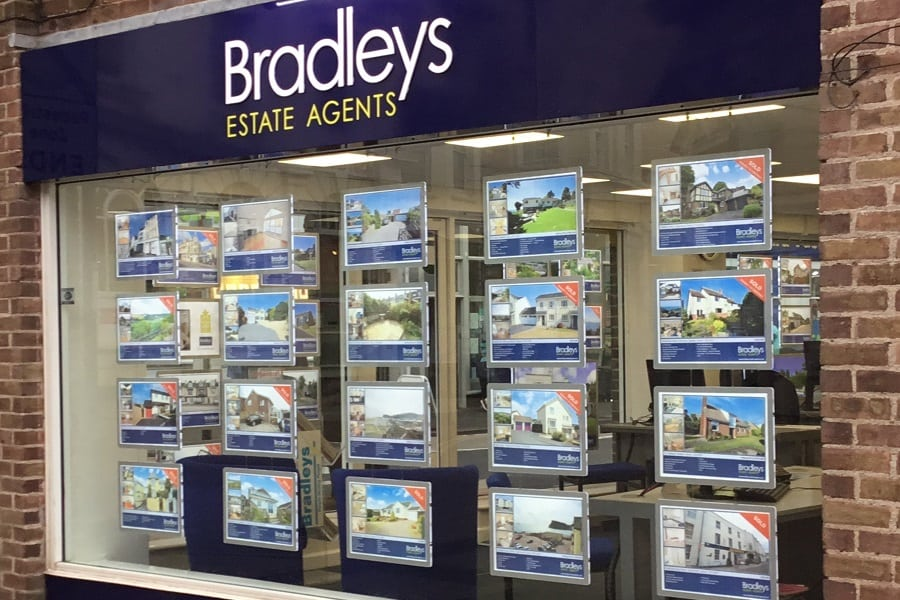 Bradleys-Estate-Agents-outside